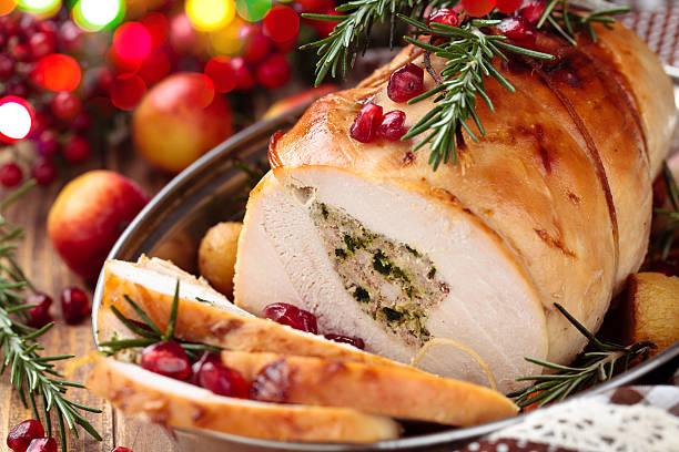turkey  breast for holidays. - 塞滿的 個照片及圖片檔