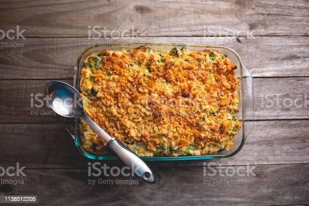 Turkey Casserole With Broccoli Rice And Crumbled Crackers - Fotografias de stock e mais imagens de Almoço