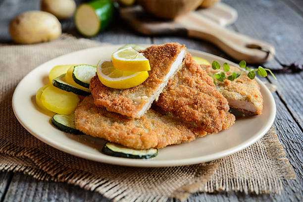 turkey schnitzel with potato and zucchini - escalope imagens e fotografias de stock