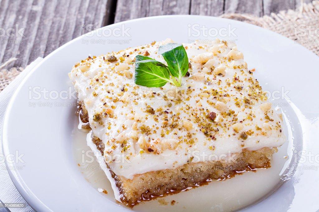 Turkische Und Arabische Pudding Dessert Klomar Ekmek Kadayifi Stock