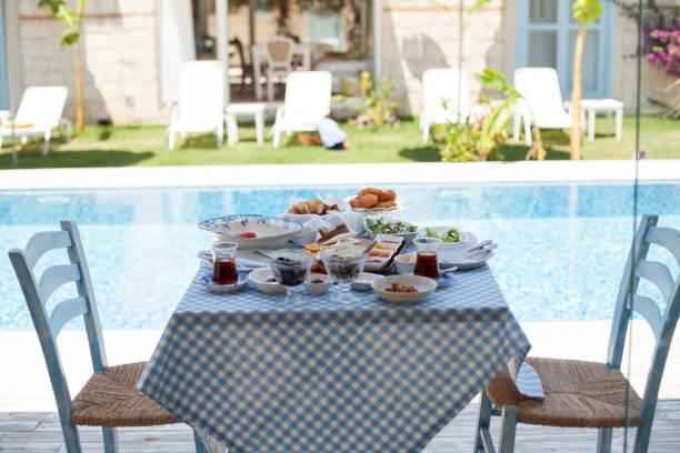 türkische frühstück - hotels in der türkei stock-fotos und bilder
