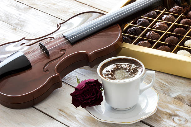 Turkish coffee, chocolate, violin and red rose on wooden table – Foto