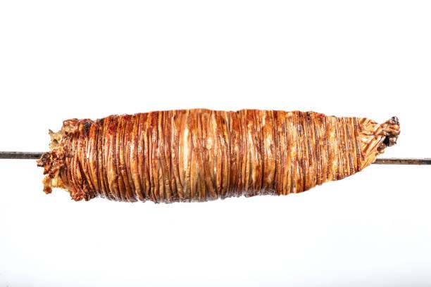 turkiska kokorec gjort med fåren tarm kokta i trä eldas ugnen. kokorech - kokoreç bildbanksfoton och bilder