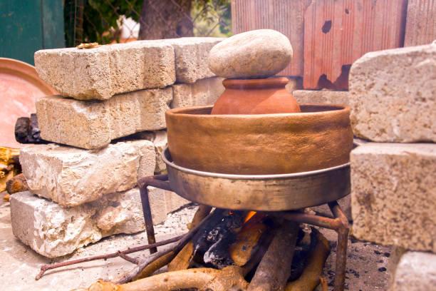 türkische lokaltastes: kapama - crock pot süßigkeiten stock-fotos und bilder