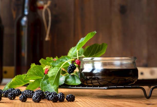 turkish mulberry jam pekmez - amoreiras imagens e fotografias de stock