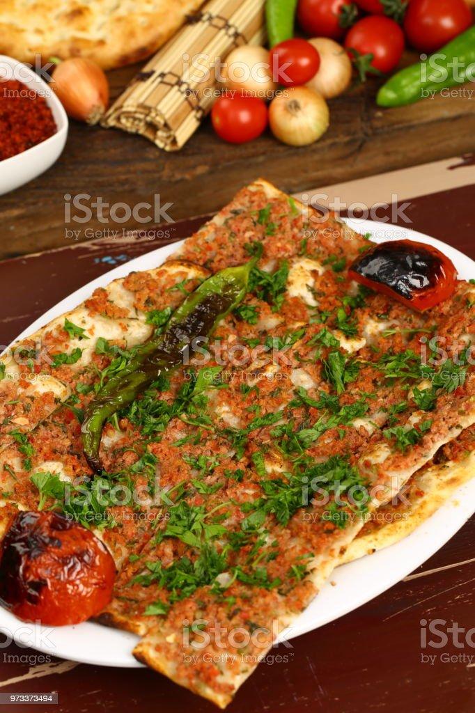 Türkische Pizza Hackfleisch Pita Kiymali Pide Stockfoto Und Mehr