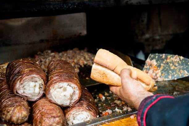 turkiska street mat kokorec - kokoreç bildbanksfoton och bilder