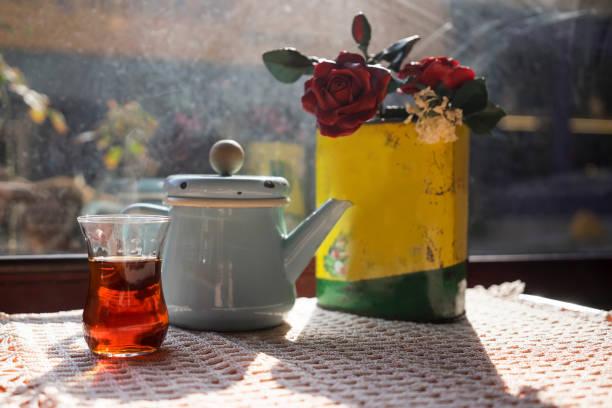 Balat Istanbul 'da Türk çayı stok fotoğrafı