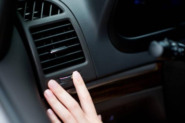 apagando el flujo de aire del aire acondicionado al conductor - foto de stock