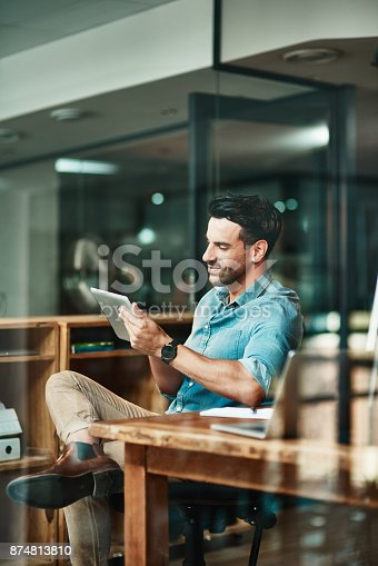 874813790 istock photo Turning the day into a productive one with smart apps 874813810