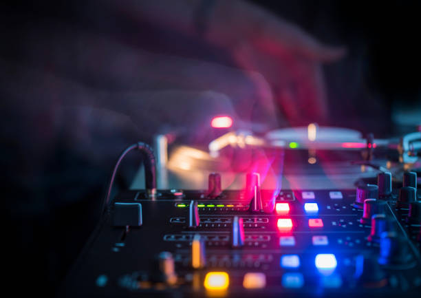 DJ Turntable in a Club DJ Turntable in a Club electronic music stock pictures, royalty-free photos & images