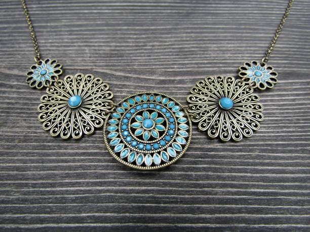 collier émail turquoise - filigrane ferronnerie photos et images de collection