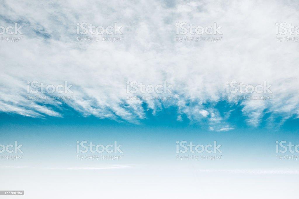 Cielo Azzurro Con Nuvole Sfondo Bianco Uniforme Per Fotografie