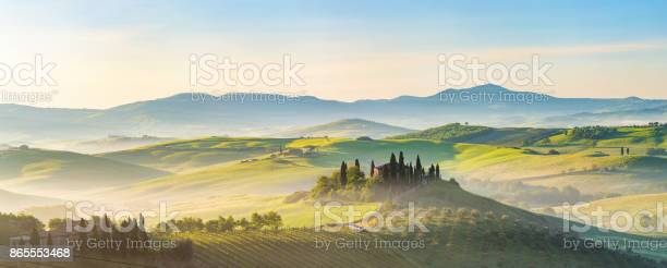 Tuscany at spring morning picture id865553468?b=1&k=6&m=865553468&s=612x612&h=gtqe3bl nepkkwzvsr2jk fqvyrfnvn7jwgfmh b37q=