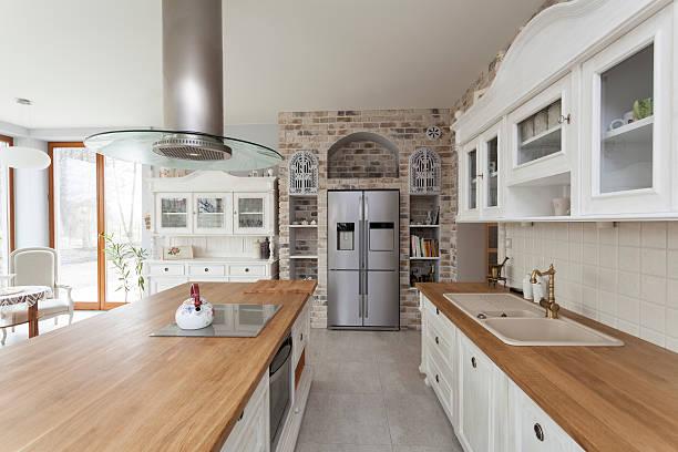 toskana-küche möbel - küche italienisch gestalten stock-fotos und bilder