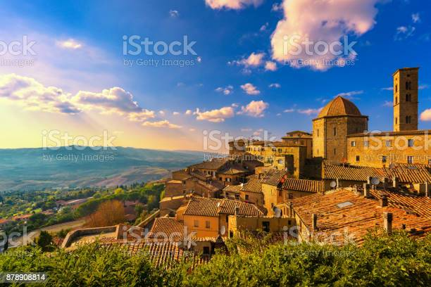 Tuscany volterra town skyline church and panorama view on sunset picture id878908814?b=1&k=6&m=878908814&s=612x612&h=kfrhjilpaedfxeldhwcbhev8kuc0xhoccmtj4puv96a=