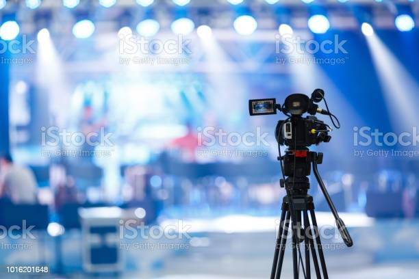 Tv camera in a concert hall picture id1016201648?b=1&k=6&m=1016201648&s=612x612&h=jz0x9y2jcdzkwb6ahpgwel9ich9vscatfyjpydcwchm=