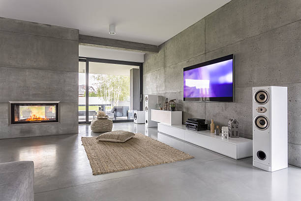 tv living room with window - fernseher and der wand stock-fotos und bilder