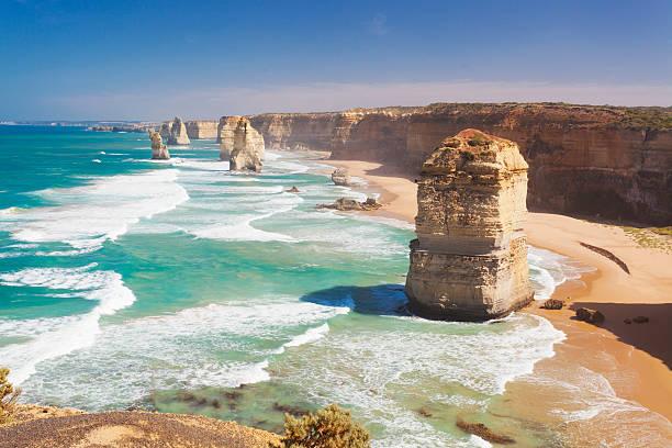 dwanastu apostołów w australii - erodowany zdjęcia i obrazy z banku zdjęć