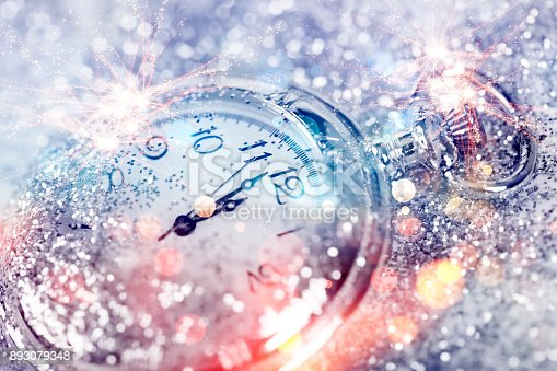 istock Twelve o'clock - new year's eve 893079348