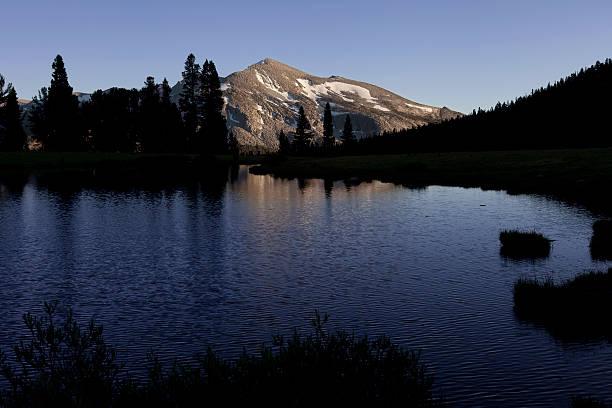 Crepúsculo en un estanque en Yosemite Valley - foto de stock