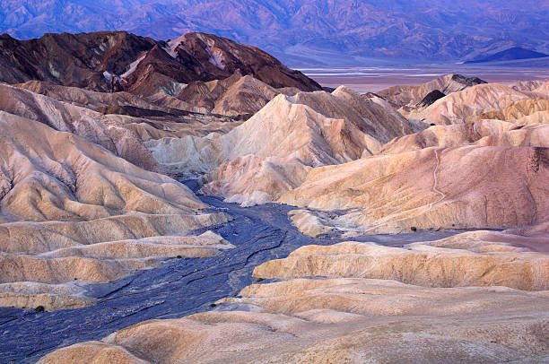 Crepúsculo paisaje de Zabriskie punto, Death Valley, California, USA - foto de stock