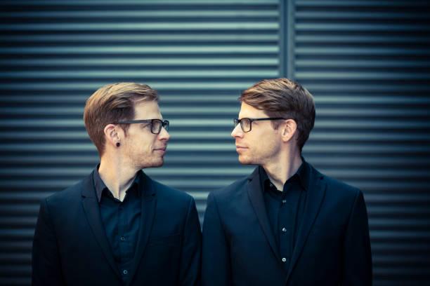 zwei Brüder von Angesicht zu Angesicht Porträt – Foto
