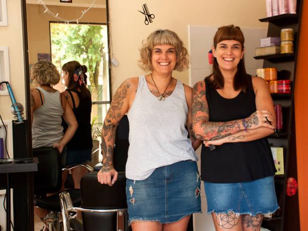 twin hairdressers - showus стоковые фото и изображения
