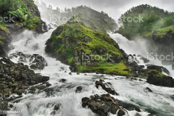 Twin waterfall picture id1129654847?b=1&k=6&m=1129654847&s=612x612&h=1d6b9f3nadgixwa fr9fm9j1q0grd vx11on4bhv jc=