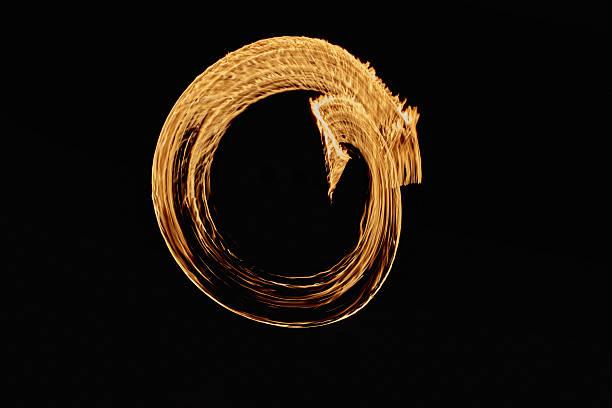 twirling performance - sich im kreis drehen stock-fotos und bilder