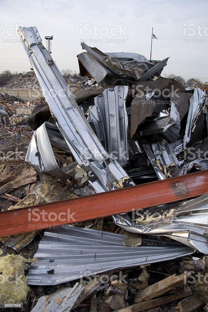 Con metallo ritorto da distrutti edifici foto stock royalty-free