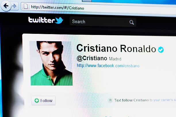 twitter página de perfil de cristiano ronaldo em rgb monitor de computador portátil - ronaldo imagens e fotografias de stock