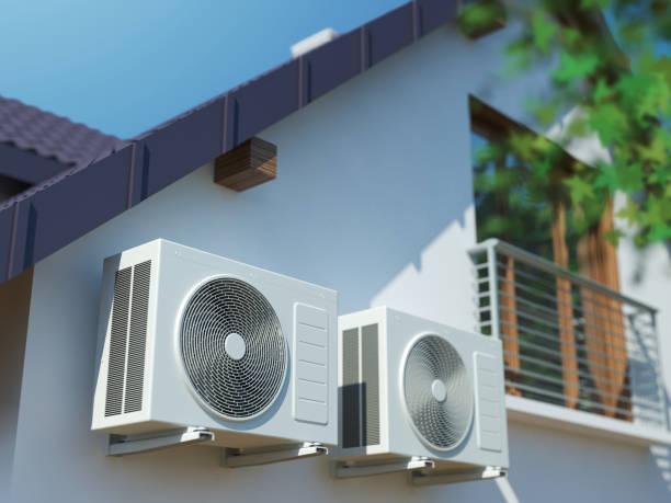 家の2つの空気圧縮機 - エアコン ストックフォトと画像