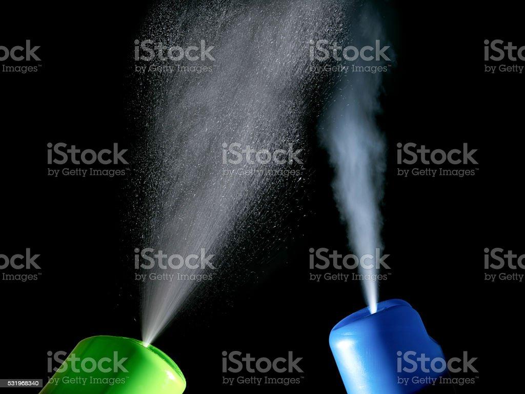 Dois purificador de ar em direções diferentes isoladas - foto de acervo