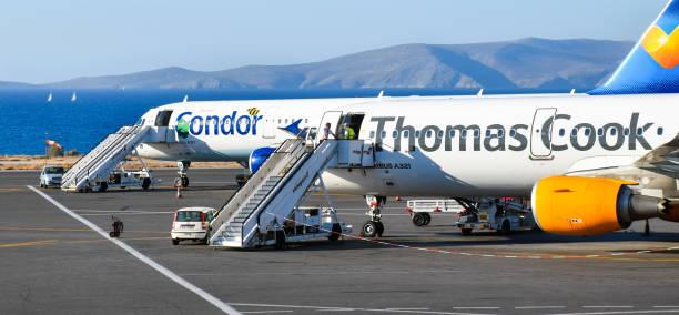 Deux avions Airbus A321 des compagnies aériennes Condor et Thomas Cook - Photo