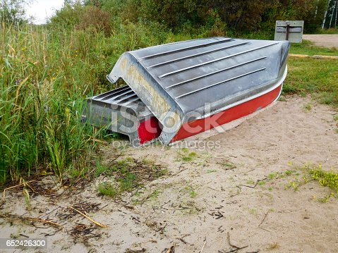 175421347 istock photo Two aluminum boats pulled up on shore 652426300