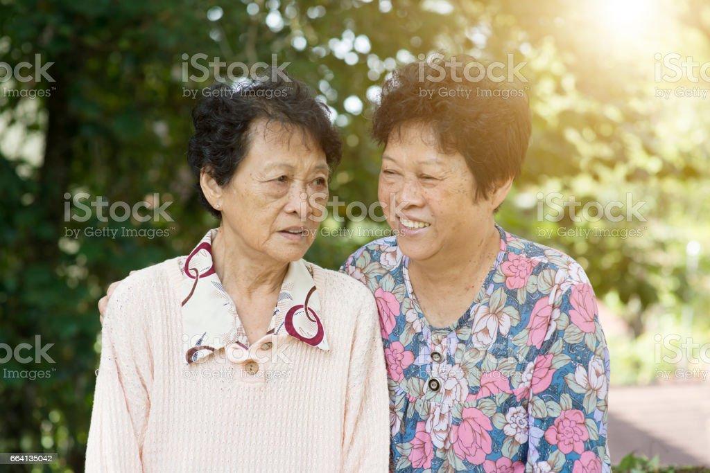 Two Asian elderly women foto stock royalty-free