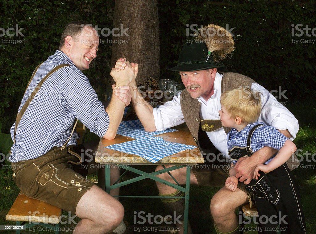 Zwei Männer und ein Junge bayerische – Foto