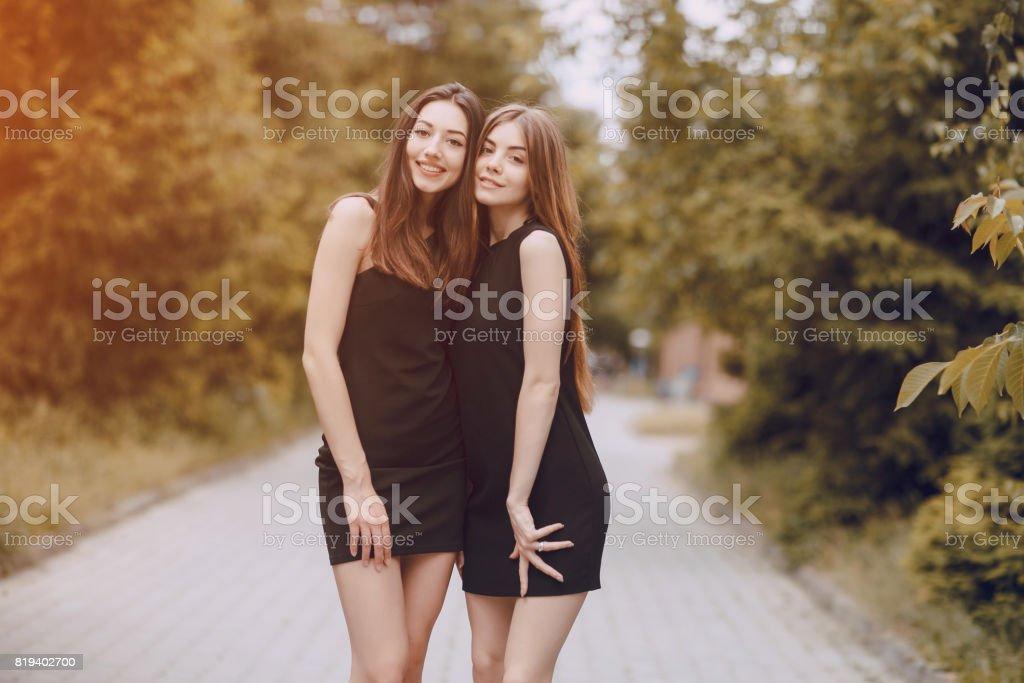Deux jolies filles se font l amoure [PUNIQRANDLINE-(au-dating-names.txt) 53