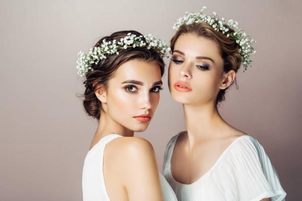 İki güzel kız stok fotoğrafı