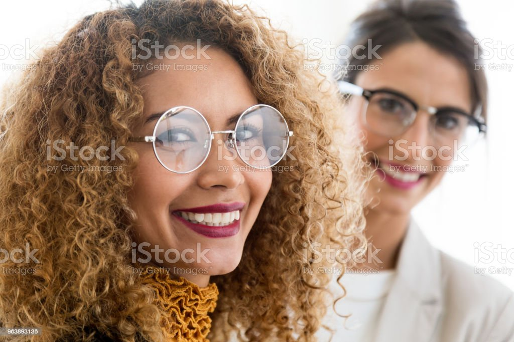 Two beautiful young businesswoman posing in the office. - Royalty-free 20-29 Years Stock Photo