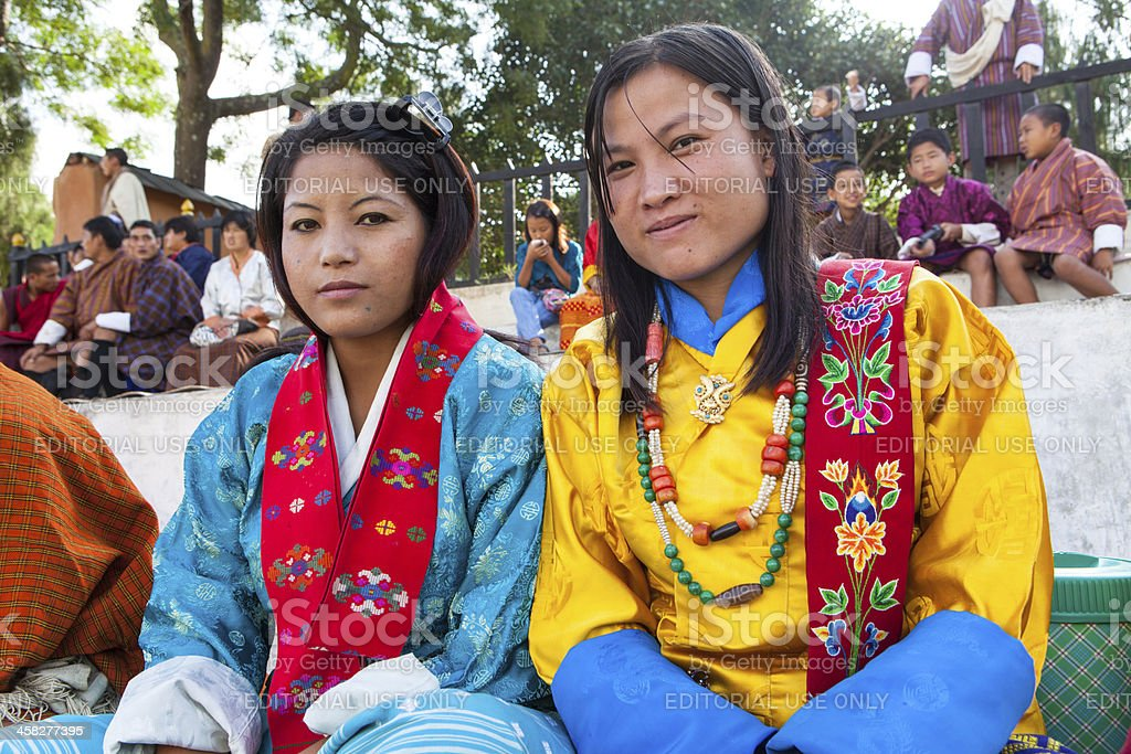 Two bhutanese women at the yearly dance festival of Wangdi foto