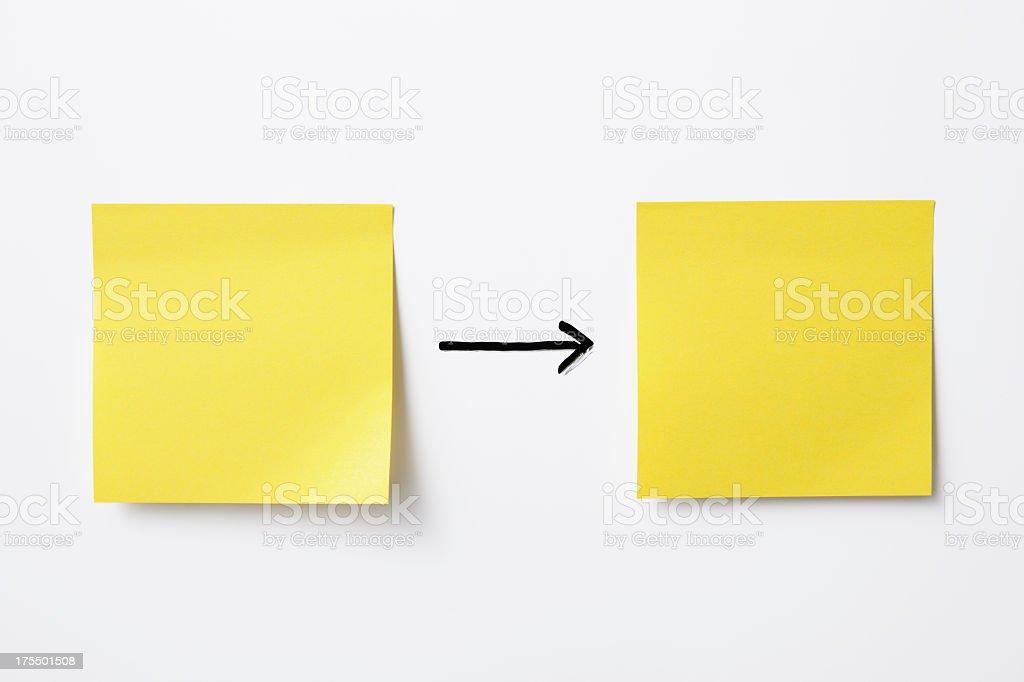 Leere gelbe Klebezettel auf whiteboard – Foto