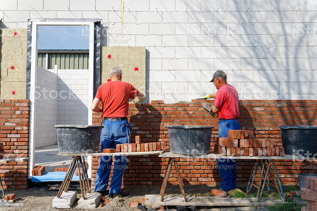 Two-thirds of construction bosses can't find a bricklayer or carpenter -  Construction Magazine