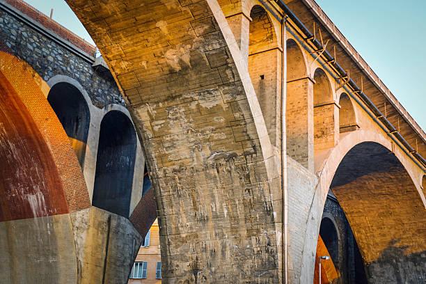 two bridges - pont gênes photos et images de collection
