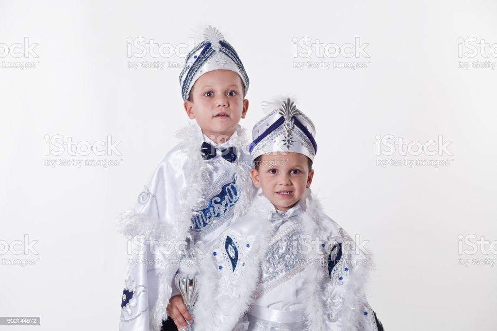 Zwei Brüder mit transnationalen türkische Beschneidung Kostüme – Foto