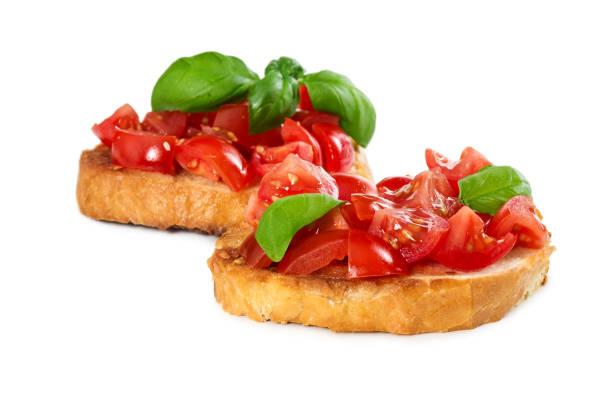 신선한 토마토와 바 질 두 브루 쉐 타 - 브루스케타 뉴스 사진 이미지