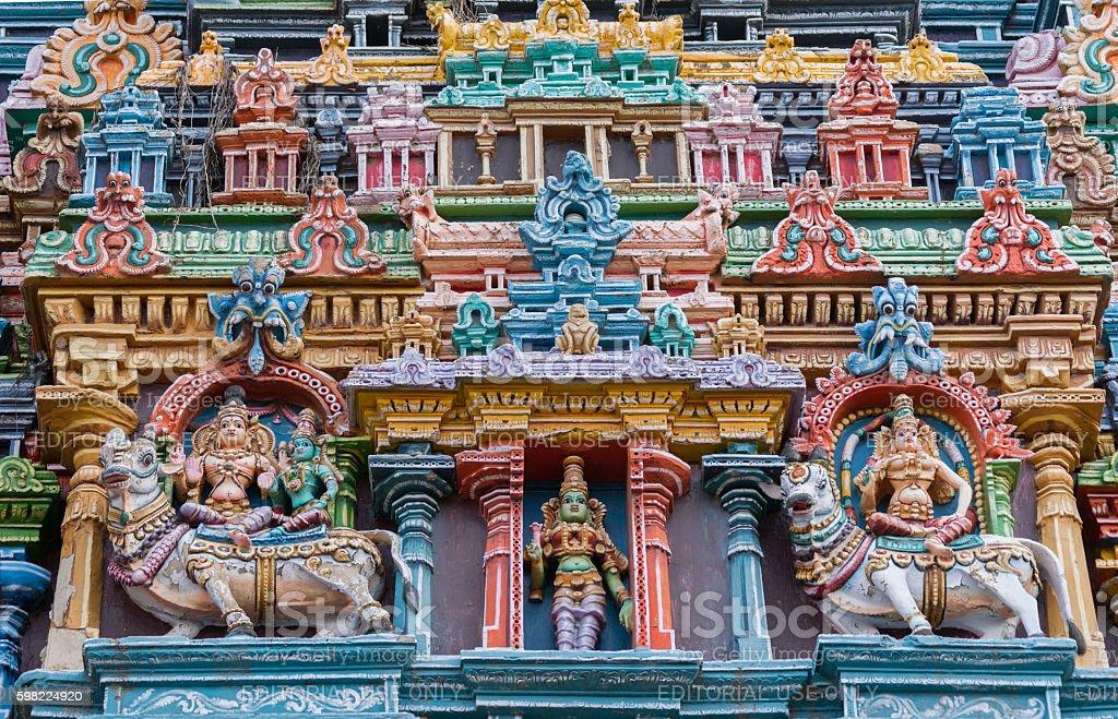 Two bulls, Shiva and three Meenakshi figures. foto royalty-free