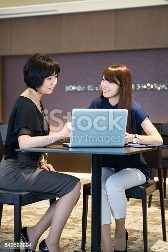 589445574 istock photo Two business women in a meeting 542567664