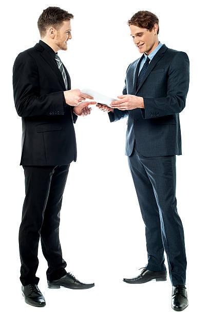 Zwei Geschäftsleute Vorbereitung eines Tages – Foto
